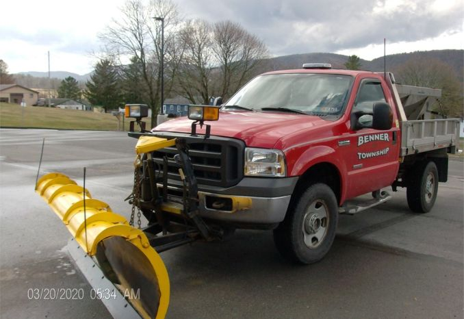 2005 F350 XL Super Duty Diesel with Spreader and Plow