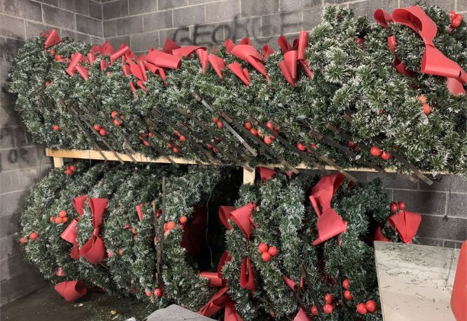 30 Pole Mounted Holiday Wreaths