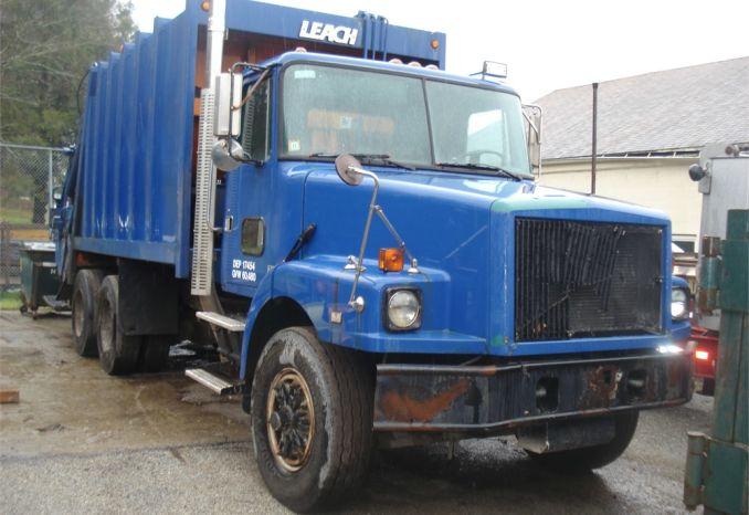 1995 Volvo Sanitation Truck
