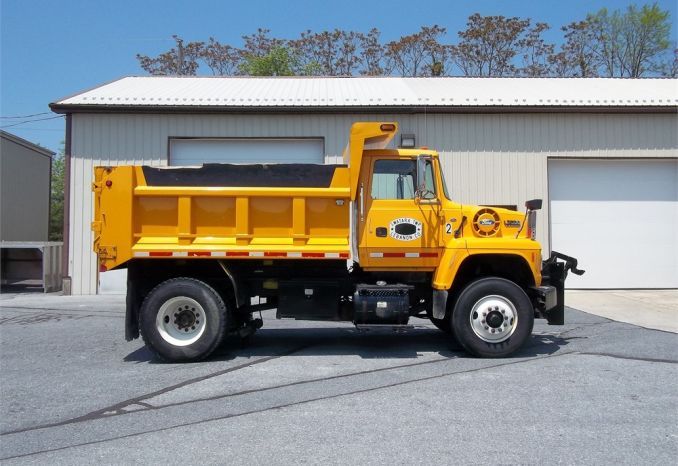 1994 Ford 7000 Series 2WD Dump Truck
