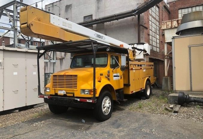 1997 International with  Versa Lift Bucket
