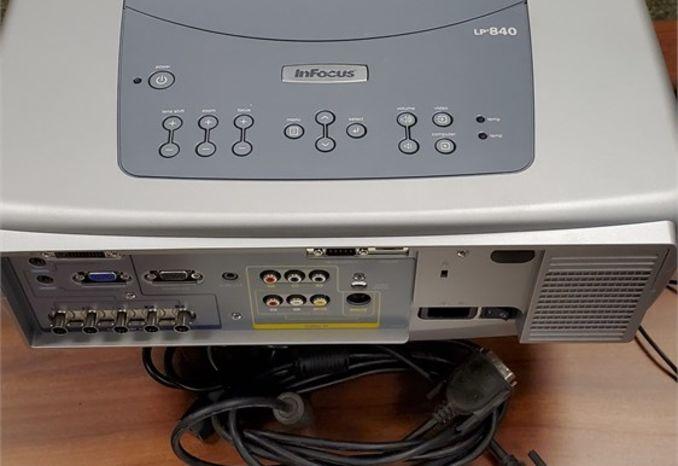 InFocus LP 840 Projector