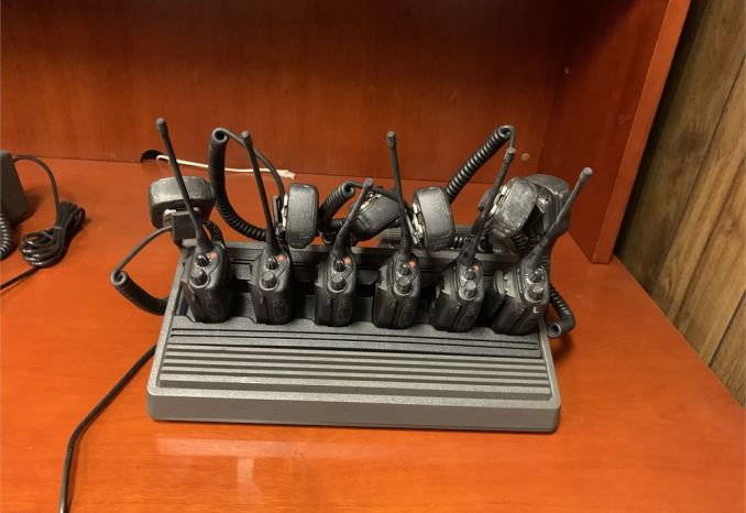 6 Motorola HT1250 UHF Radios, Speaker Mics & Rapid Rack Charger