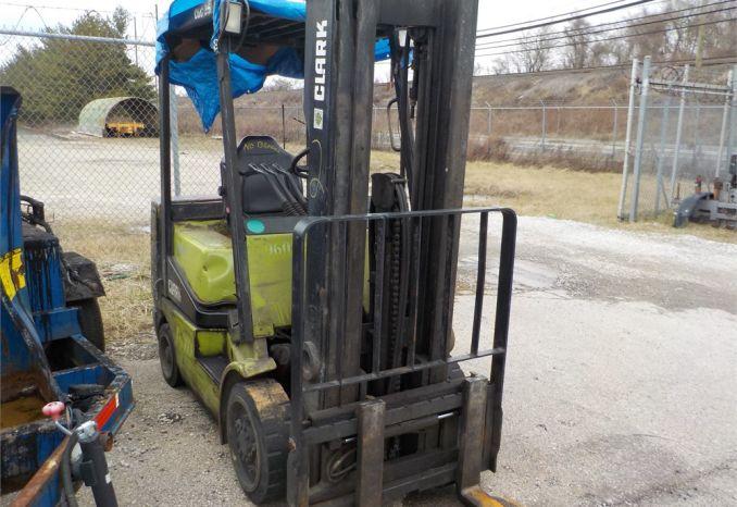 1996 Clark Forklift/ LOT2-960325