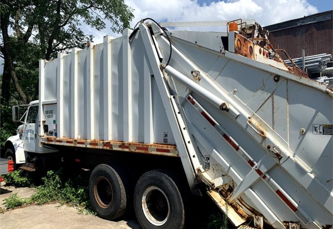 1991 International 4000  DT466E Garbage Truck