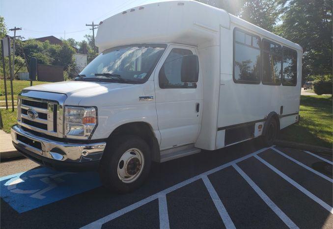 2013 FORD E450 Bus