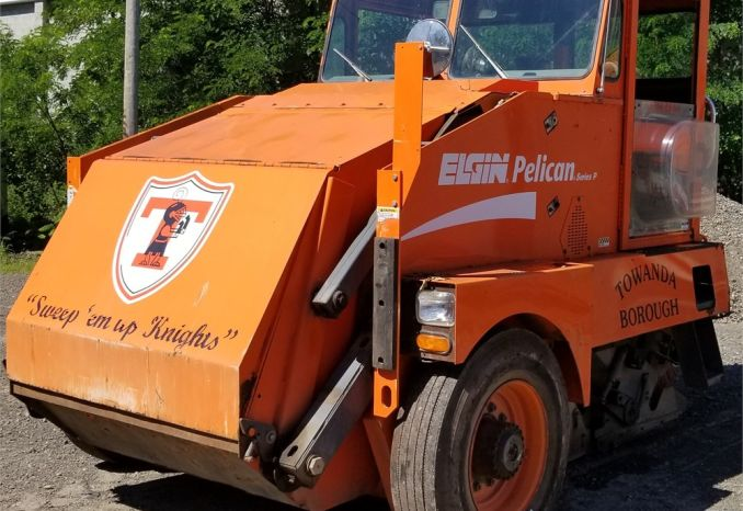 2002 Elgin Pelican Street Sweeper