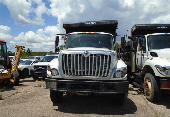 2008 International 7400 dump truck, does not run, has oil leak, a