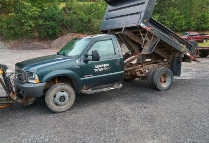 2004 F550 4WD Dump Truck with Plow