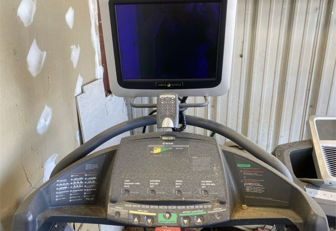 FITNESS TREADMILL Precor C956 ( 1 OF 2)