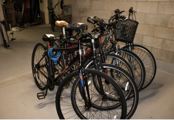 ASSORTED MAKE/MODEL ROAD BICYCLES (LOT OF 5)