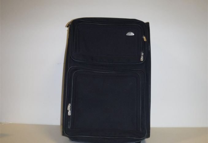 Samsonite Black Rolling Luggage (GENTLY USED AS-IS)