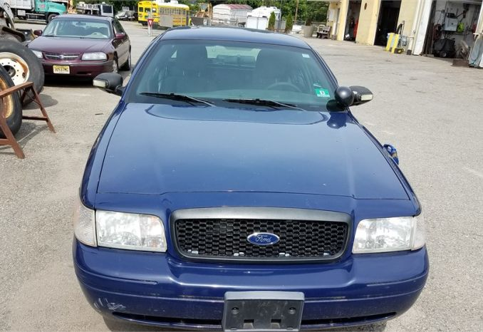 2011 Ford crown vic - blue