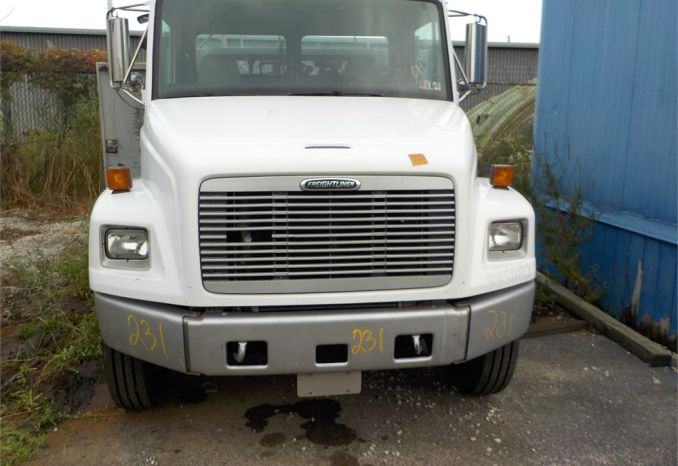 1999 FREIGHTLINER FL60 TIRE TRUCK WITH LIFTGATE / LOT231-995082-R