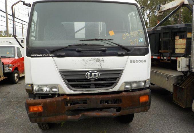 2009 UD 2300 DH 11 CU YD COMPACTOR / LOT207-095103-NR