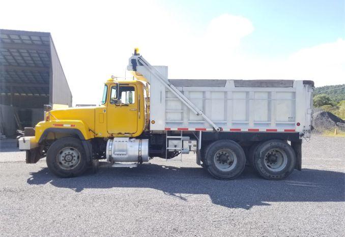 2000 Mack RD688S Tandem Axle Dump Truck
