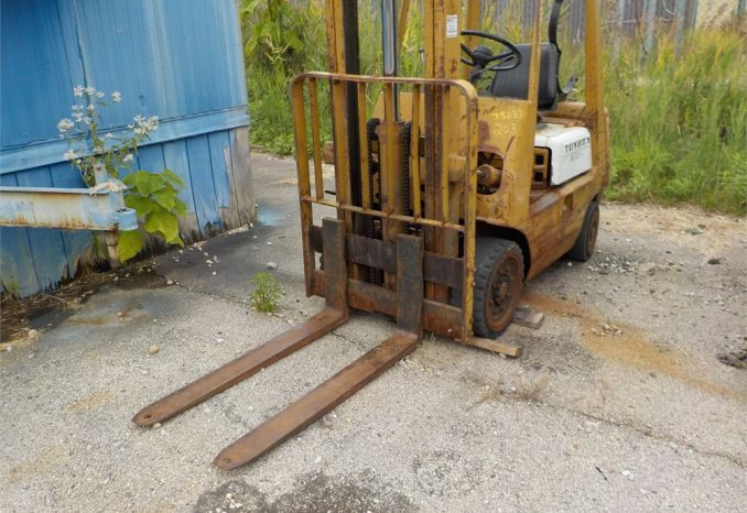1975 TOYOTO 4000 LB LIFT CAPACITY FORKLIFT / LOT203-750334-R