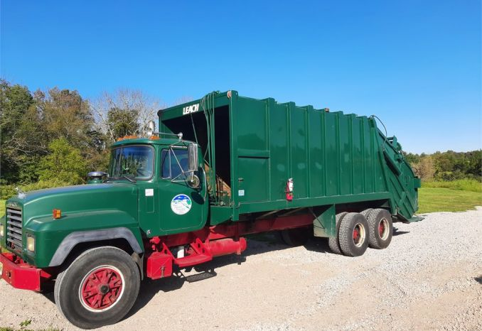1992 Mack Refuse Truck Leach 30CY Rear Load