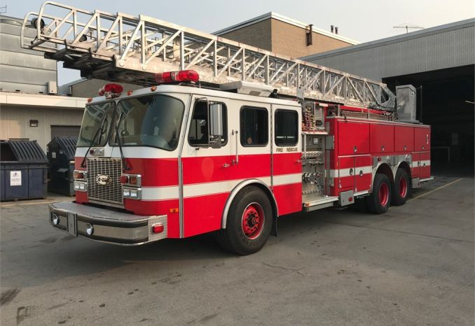 2002 110'Aerial Ladder Truck