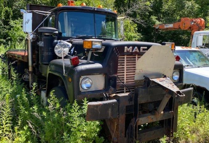 1989 Mack RD690P