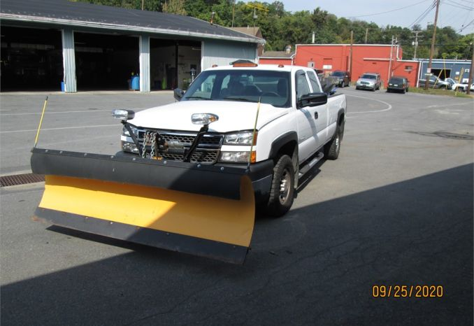 2005 CHEVROLET 2500HD With Plow and Hydraulic Spreader