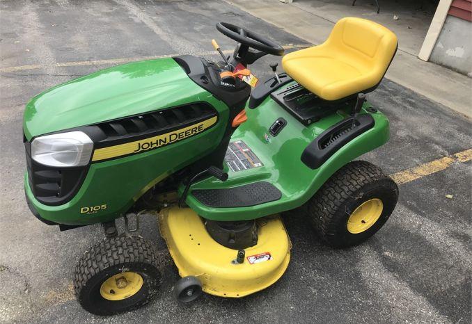 John Deere D105 Lawn Tractor - LOW HOURS