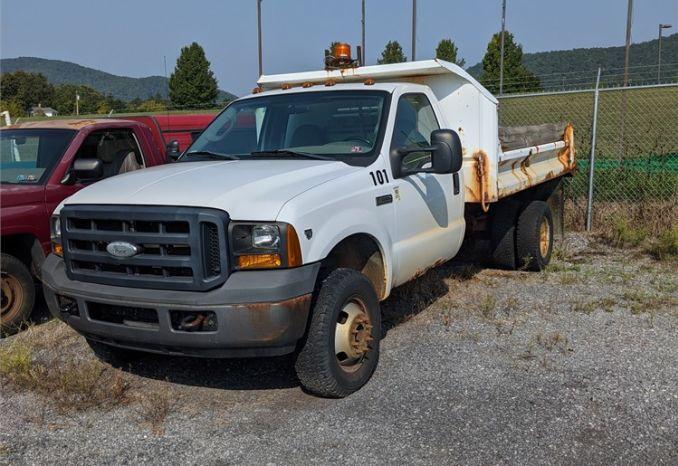 2006 Ford F-350 Dump Truck
