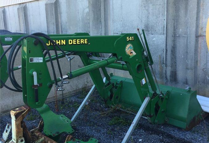 John Deere 541 Loader