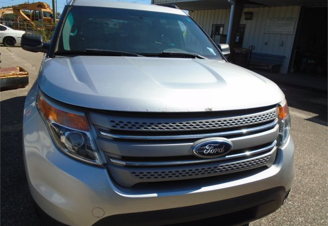 2013 Ford Explorer, Has Damage on Passenger Side doors