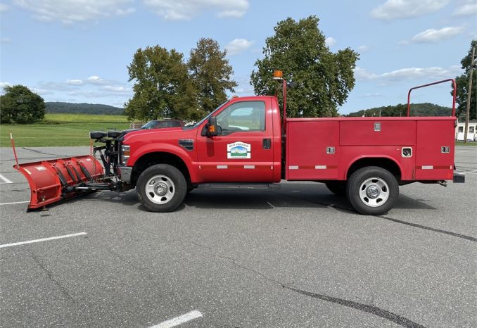 2008 Ford Super Duty F-350 5.4 v8 4X4 with plow