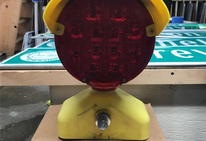 BATTERY OPERATED RED FLASHING LIGHTS