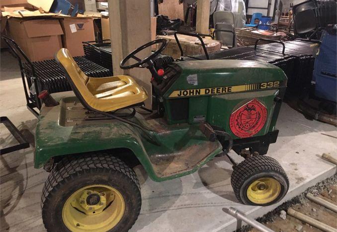 John Deere 332 Lawn and Garden Tractor