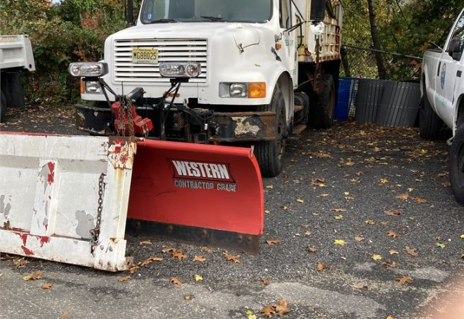 1989 International 4900 Dump with plow
