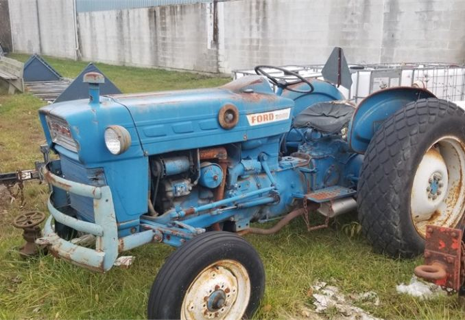 Ford 2000 Utility Tractor
