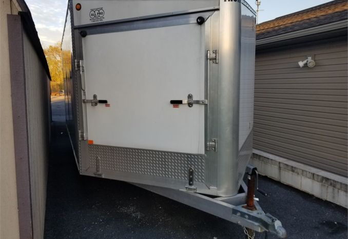 2007 Thule Enclosed Snowmobile Trailer
