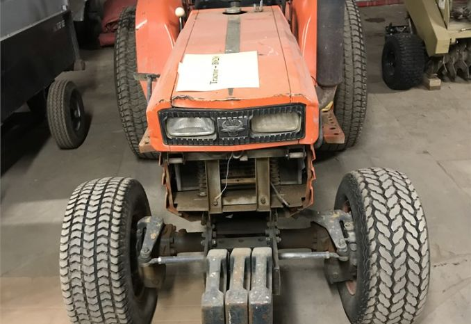 Kubota Tractor - B8200 - 17 hp - No Deck