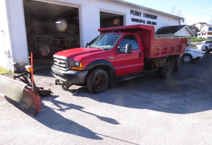 2000 Ford F350 XL super duty  Dump Truck 4-wheel drive w/plow