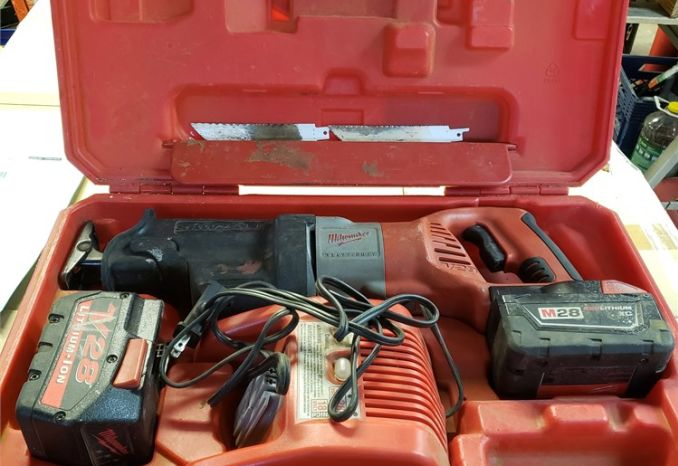 Milwaukee 28V Sawzall