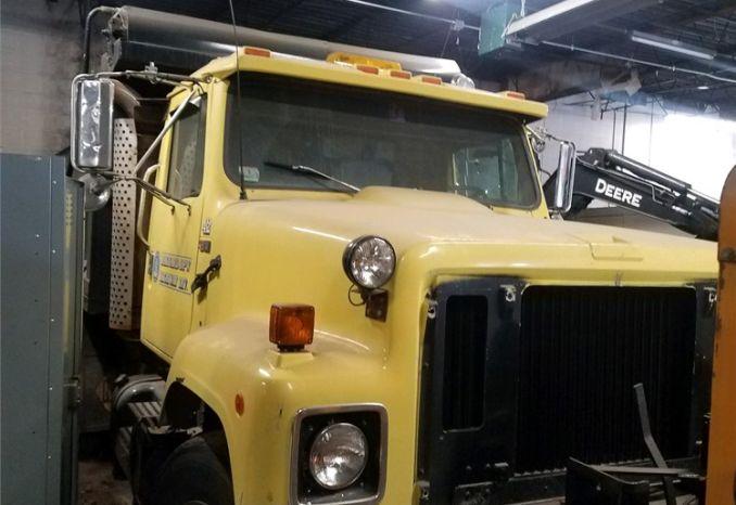 1984 International Dump truck