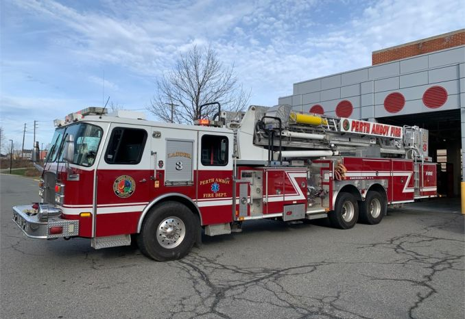 2005 E-One 95' Mid-Mount Tower Ladder Quint