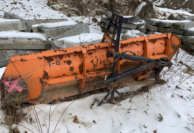 10 Foot Everest Wing plow Piston driven