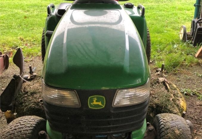 John Deere Lawn Tractor 2004, X700