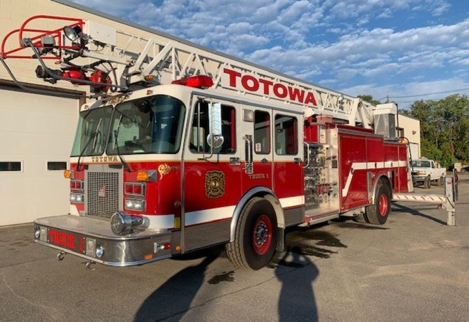 1995 Smeal 75 Foot Ladder Firetruck