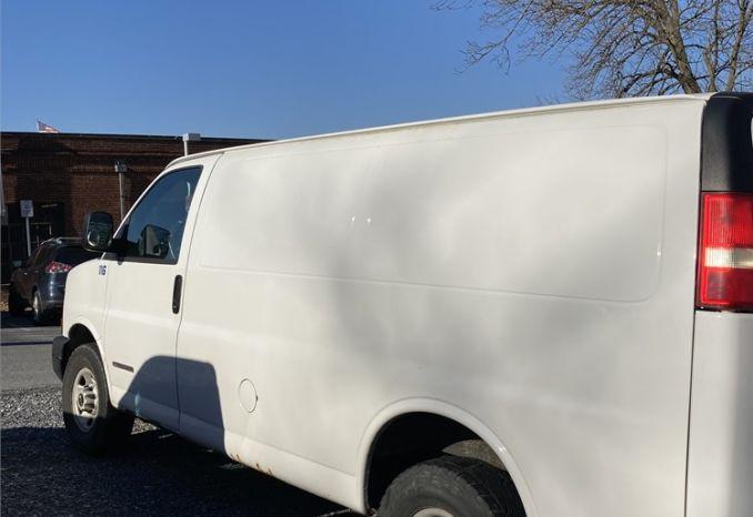2005 GMC 2500 White Van