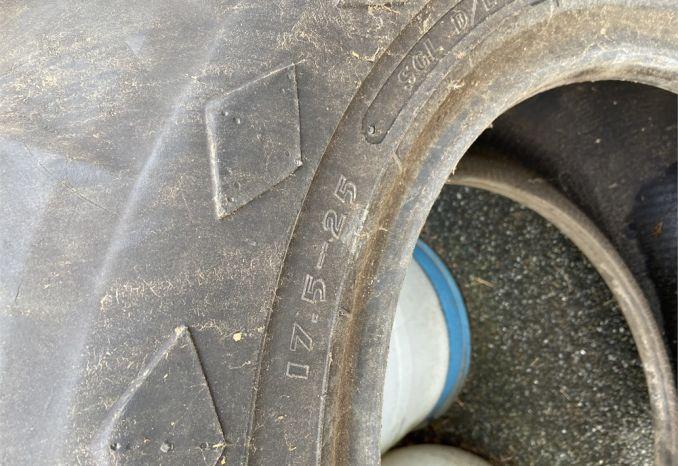 Grader tire
