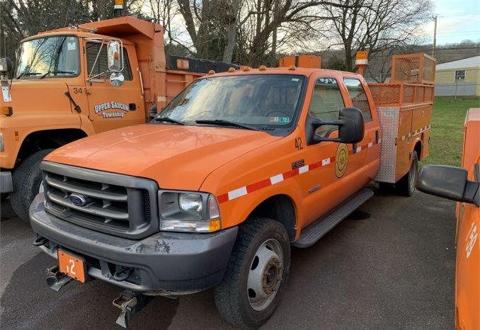 2003 Ford F550 DRW Utility Truck Crew Cab