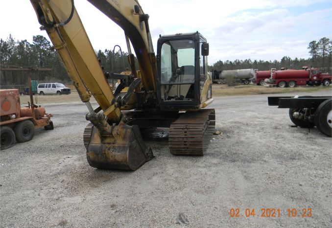 2002 Caterpillar Excavator with manual thumb