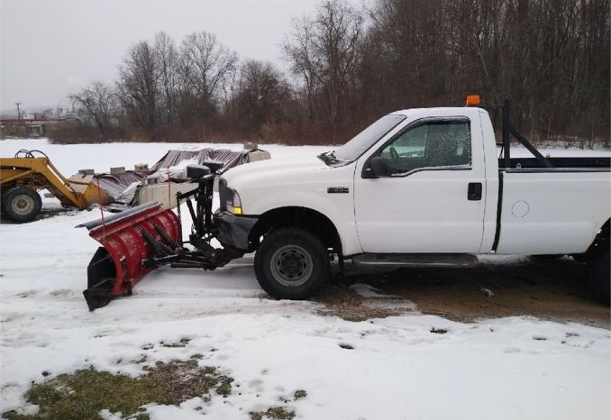 2004  Ford F250 Super Duty with Snow Plow and Lift Gate