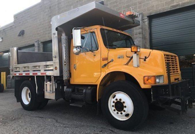 1999/2000 International Dump Truck Model 4900