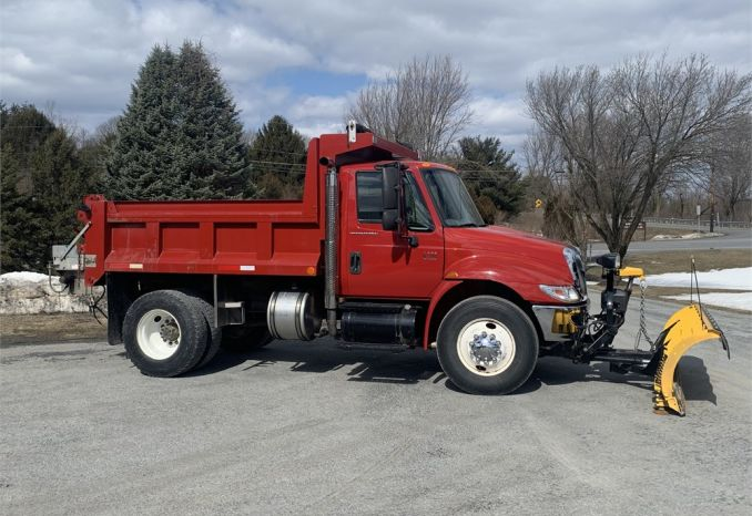 2007 International 4200 VT365 w/ 10' Plow & Stainless Spreader